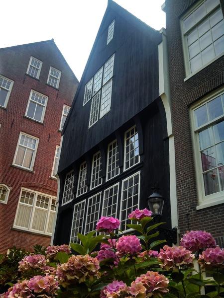 AmsterdamBegijnhof.jpg